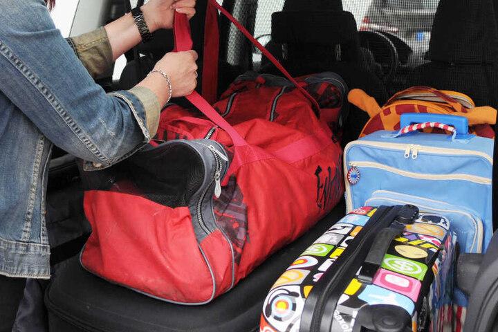 Das Reisegepäck einer Frau wurde in der Türkei von einem Auto überfahren. (Symbolbild)