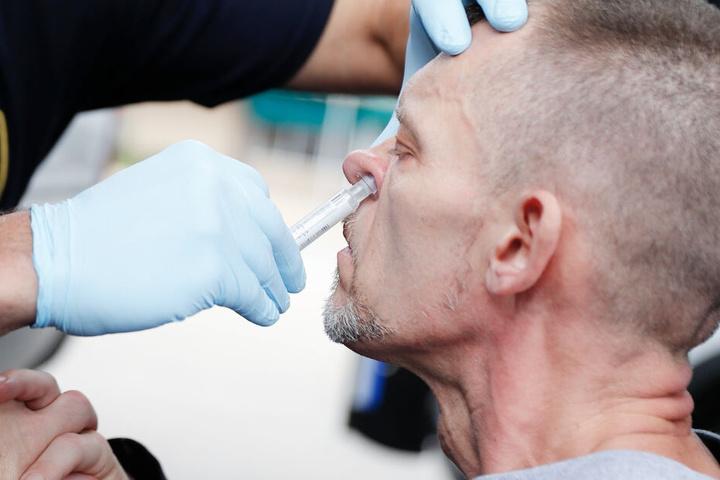 Lebensrettendes Nasenspray für Heroinabhängige wurde 28 Mal in Bayern von geschulten Laien eingesetzt. (Symbolbild)
