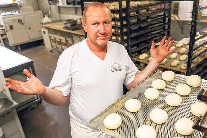 Bäckermeister Uwe Schreier (48) sucht verzweifelt einen Bäcker für seine  Backstube. Fachpersonal ist derzeit Mangelware.