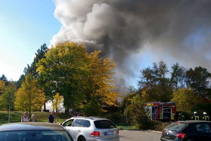 Die Rauchwolke stieg meterhoch über Flöha auf und war sogar noch von Chemnitz aus zu sehen.