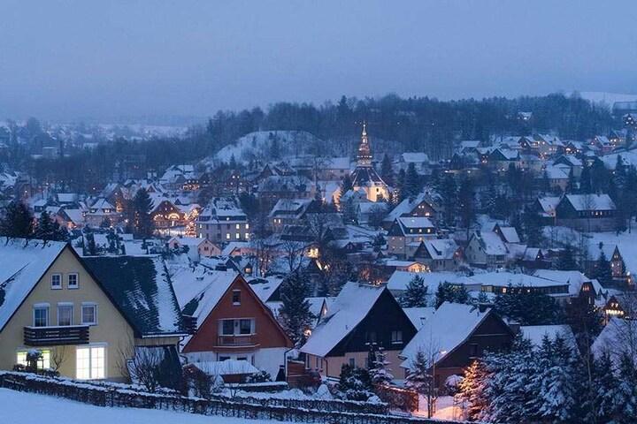 In Seiffen ist immer Saison: Mit diesem Motto wirbt das Weihnachtsdorf seit Jahren.