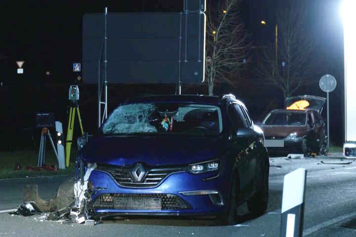 Dieser Renault Mégane erfasste die beiden Personen.