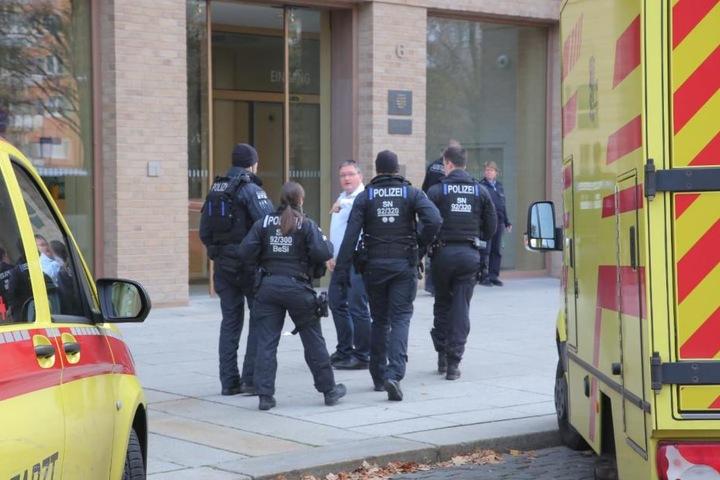 Sicherheitsschef Landerer weist die Polizei ein.
