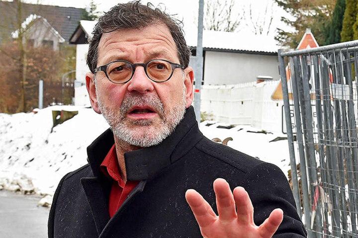 Reinhard Koettnitz (61), Chef des Straßen- und Tiefbauamtes, fehlen vor allem  50er und 60er-Schilder.