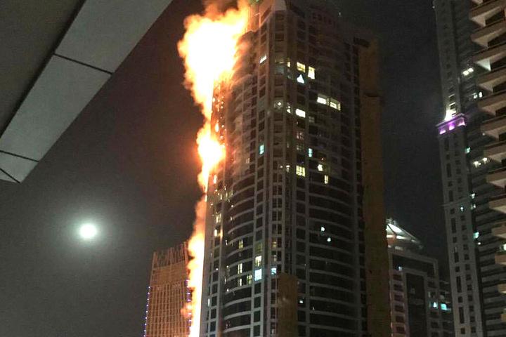 """Bereits zum zweiten Mal binnen weniger Jahre stand der """"Torch Tower"""" in Flammen."""