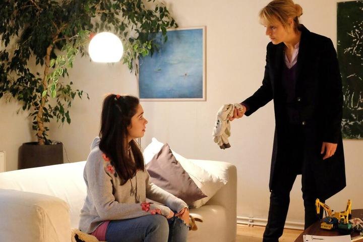 Dr. Lea Peters kann es nicht glauben. Ihr neues Au-pair-Mädchen Blanca ist komplett überfordert, hinterlässt ihre Wohnung in einem Saustall.