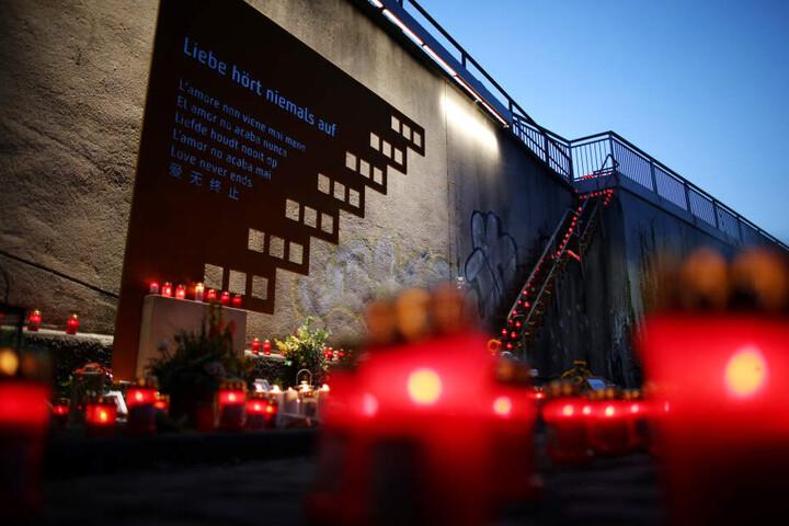 Am Unglücksort der Loveparade 2010 in Duisburg ist inzwischen eine Gedenkstelle eingerichtet.