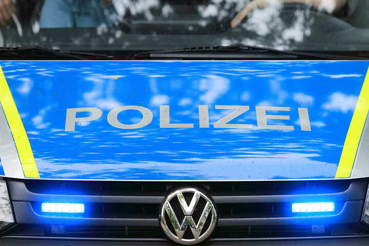Hinweise nimmt die Dresdner Polizeidirektion entgegen.