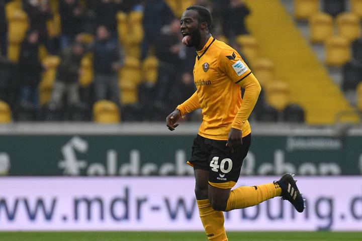 Ball rein, Zunge raus: So feierte Erich Berko seinen ersten Treffer für Dynamo im eigenen Stadion.