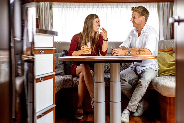 Die beiden Luftakrobaten Katja (24) und Vitali (32) teilen sich einen Wohnwagen, aber nicht das Bett