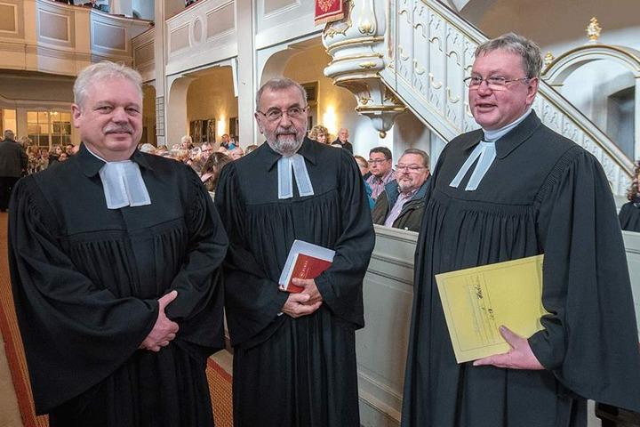 Die Pfarrer Andreas Richter (55, l.), Manfred Bauer (77) und Ulf Peters (57)  lockten die Gläubigen mit einer Wette.