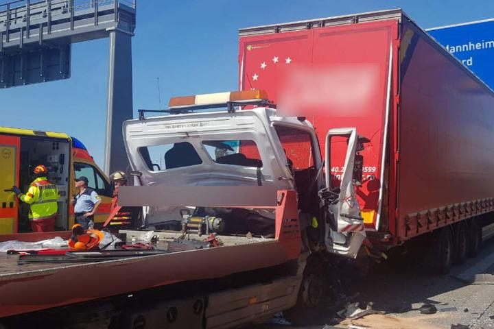Rettungsdienst auf der A5 im EInsatz.