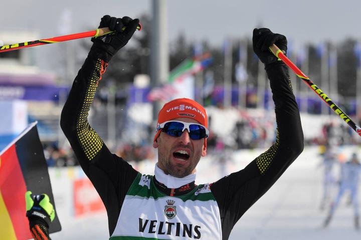 Björn Kircheisen jubelt beim Zieleinlauf.