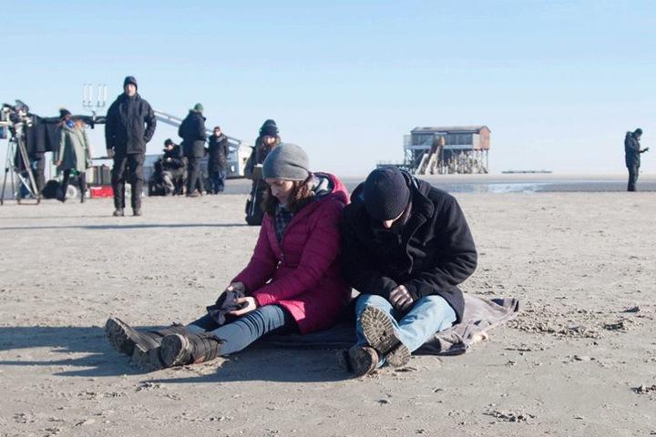Am Strand von St. Peter Ording wurden die letzten Szenen mit Bommel (re.) und seiner Freundin Katrin gedreht.