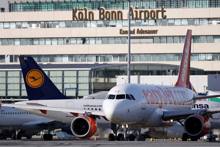 Geld beschlagnahmt: Die Männer wollten vom Flughafen Köln/Bonn nach Istanbul fliegen (Archivbild).