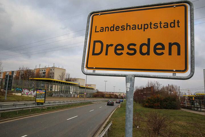 Statt in Gompitz fängt Dresden jetzt erst in Gorbitz an - stadteinwärts kurz vor der ersten Ampelkreuzung.