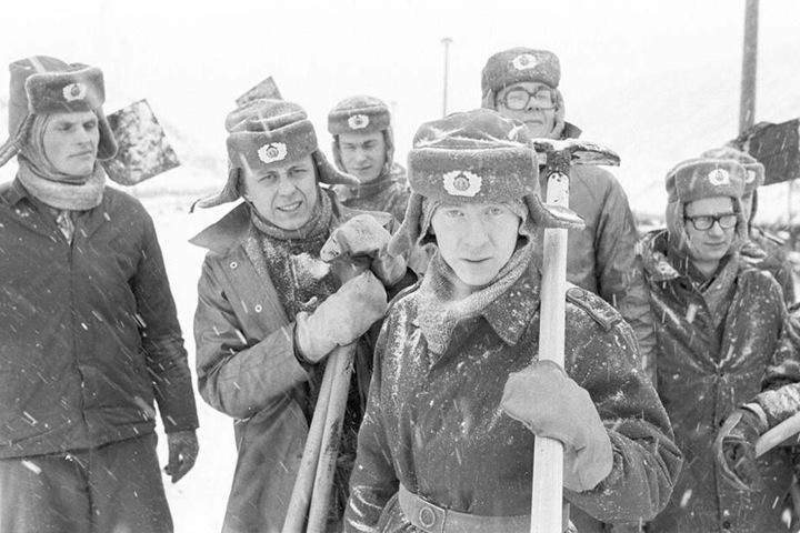 Tausende Soldaten halfen, die eingefrorene Kohleförderung im Lausitzer Revier wieder in Gang zu bringen.