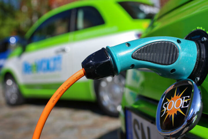 Lithium wird für Batterien von Elektroautos benötigt. (Symbolbild)