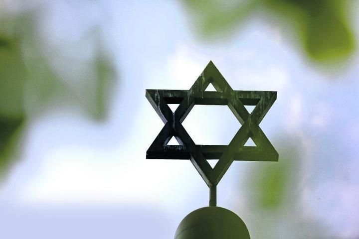 Stern einer Synagoge: Steigender Antisemitismus macht auch Juden in Sachsen Sorgen.