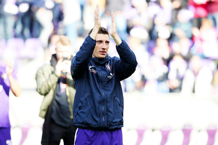 Ein letzter Applaus für seine Fans: Mario Kvesic durfte am Sonntag nochmal ran, um Abschied zu nehmen. Er kletterte auch noch mal auf den Zaun.