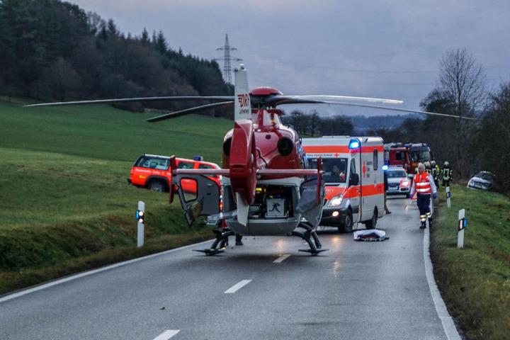 Ein Rettungshubschrauber brachte den Verletzten ins Krankenhaus.
