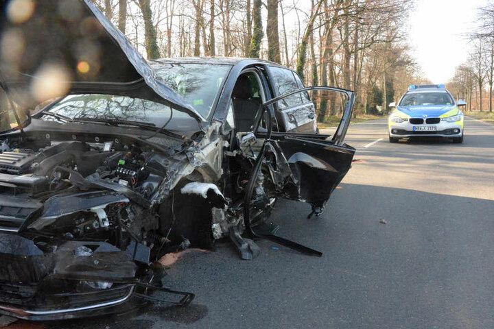 Die komplette linke Seite des Opels wurde beschädigt.