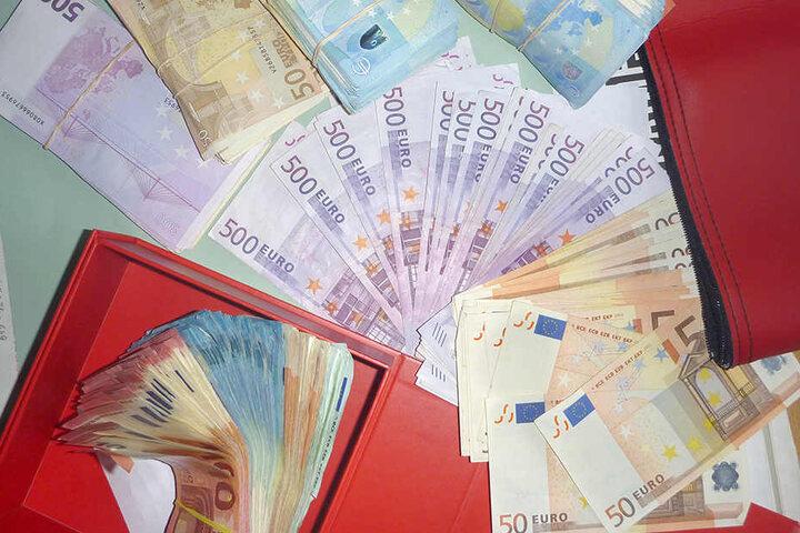 Etwa 60.000 Euro in bar fand die Polizei ebenfalls.