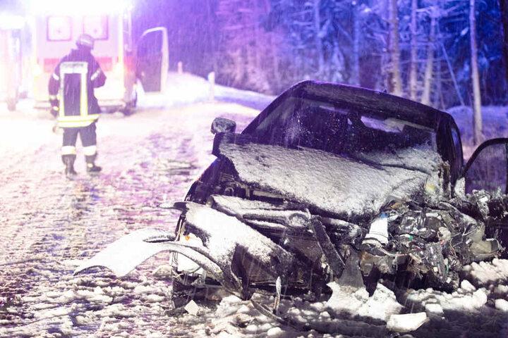 Ein Auto mit vier Insassen konnte nicht mehr ausweichen. Mehrere Personen wurden verletzt.