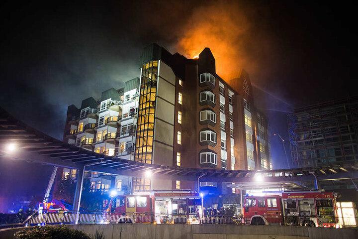 Die Feuerwehr ist mit über 200 Kameraden im Einsatz gewesen.