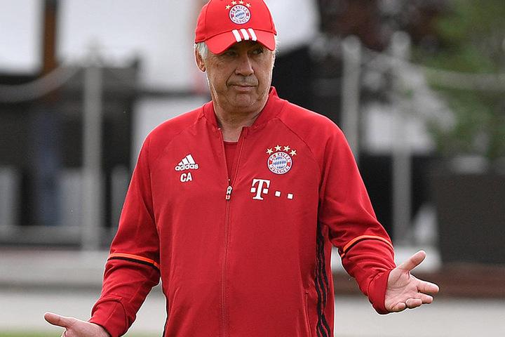 Trainer Carlo Ancelotti wird sich auch fragen: Was ist denn hier los?