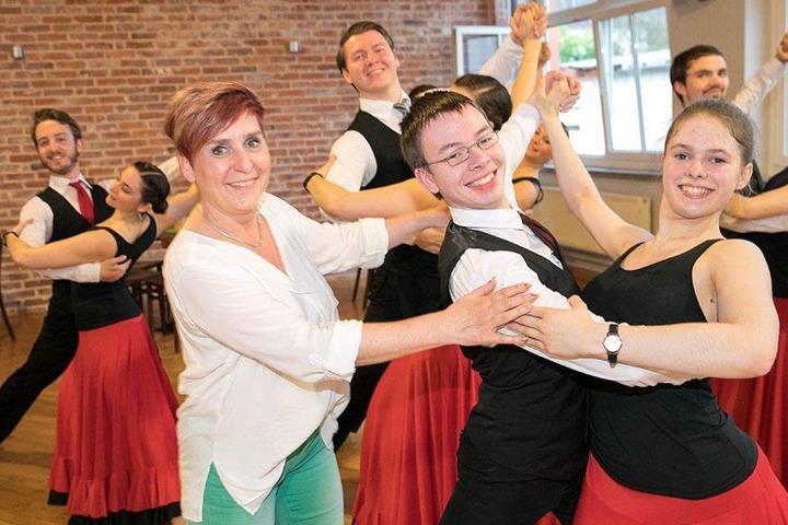 Die 3. Generation: Seit 1998 ist Jaqueline Weise die Chefin. Sie sorgt dafür, dass Tanzschüler wie Alexander und Julia in perfekter Haltung übers Parkett schweben.