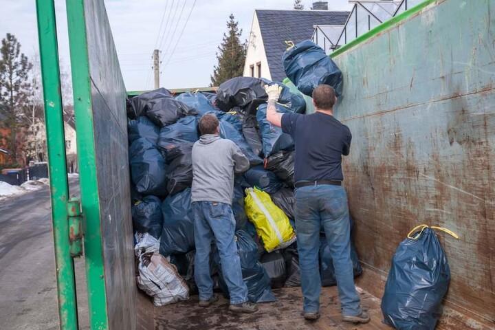 Hunderte Säcke müssen in die Spezialverbrennung.