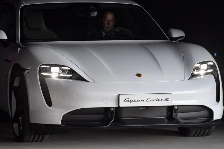"""Der """"Taycan"""" ist der erste reine Elektrosportwagen von Porsche."""