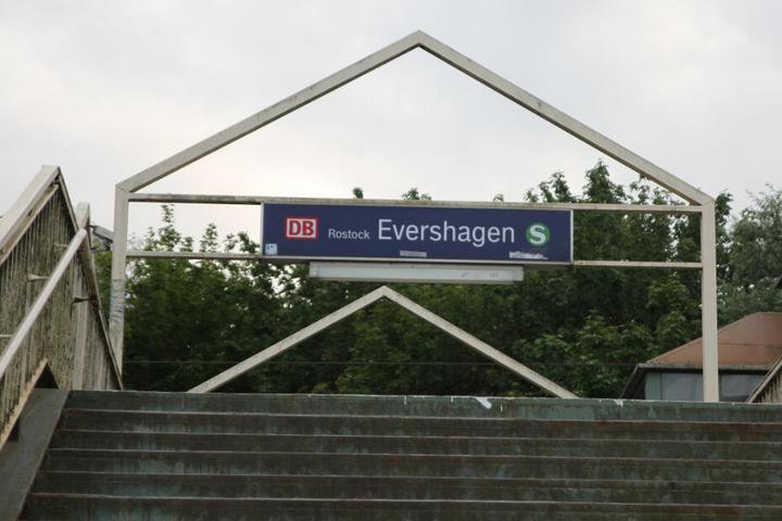 Der Überfall spielte sich am S-Bahnhof Evershagen ab.