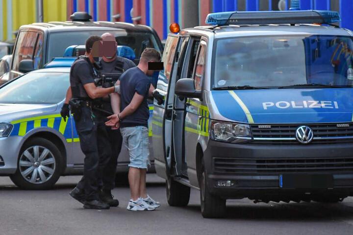 Die Täter hatten den Mann geschossen und mit einem Hammer auf seinen Kopf geschlagen.