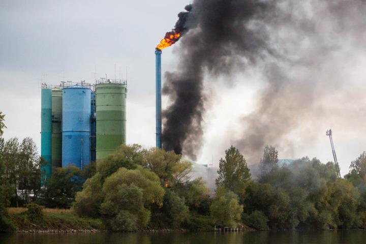 Auch aus Teilen der Kläranlage kamen Flammen.