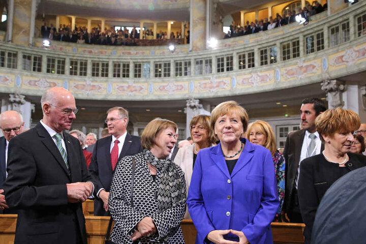 Angela Merkel (2.v.r.) beim Gottesdienst in der Frauenkirche.