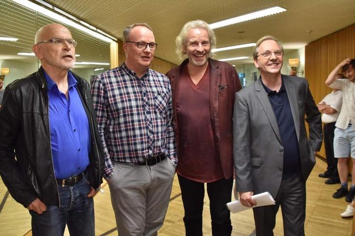 Günter Wallraff, Oliver Welke, Thomas Gottschalk und Olli Dittrich (von links) gaben am Donnerstag eine Solidaritätslesung für den in der Türkei inhaftierten Journalisten Deniz Yücel.