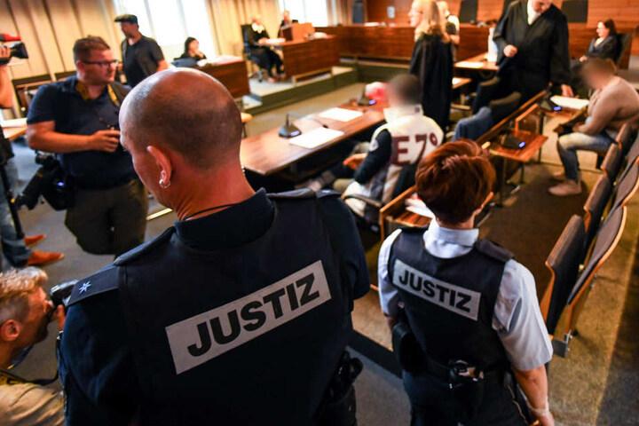 In dem Prozess wird gegen eine Mutter und ihren Lebensgefährten verhandelt, die ihren neunjährigen Sohn zum Sex verkauft haben sollen (Archivbild).