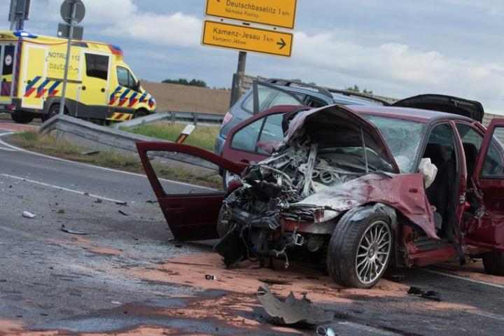 Die beiden Autos waren an der Kreuzung am Abzweig Deutschbaselitz ineinander gekracht.
