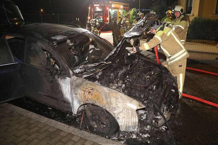 Der vordere Bereich des Wagens brannte komplett aus.