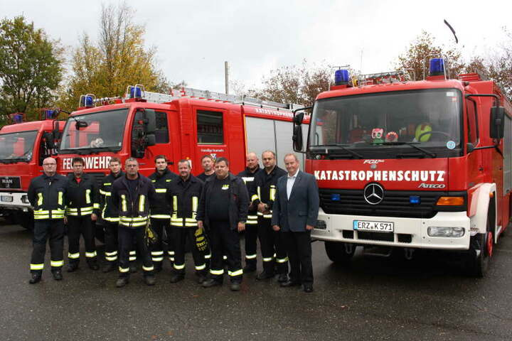 Feuerwehrleute aus dem Erzgebirge absolvierten auf dem Sachsenring ein Fahrsicherheitstraining.