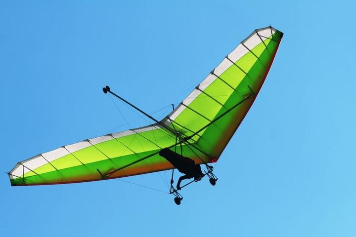Der Drachenflieger wurde bei dem Unfall schwer verletzt. (Symbolfoto)