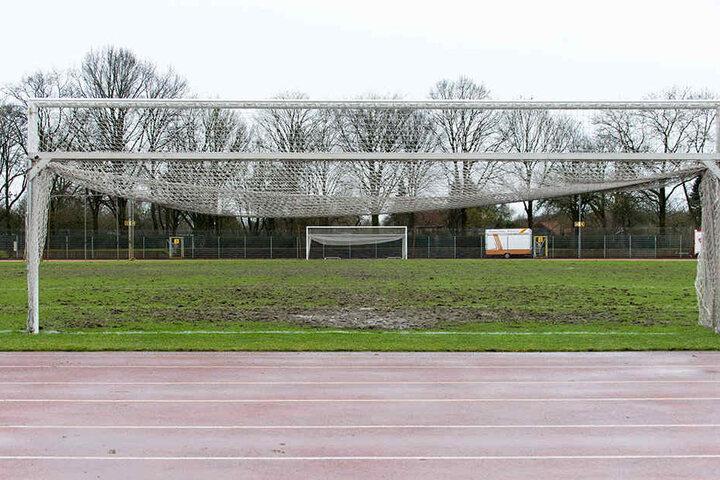 Still und trist ruht das Feld. Auf Platz 11 des Werder-Geländes spielt keine Mannschaft der Liga besonders gern.