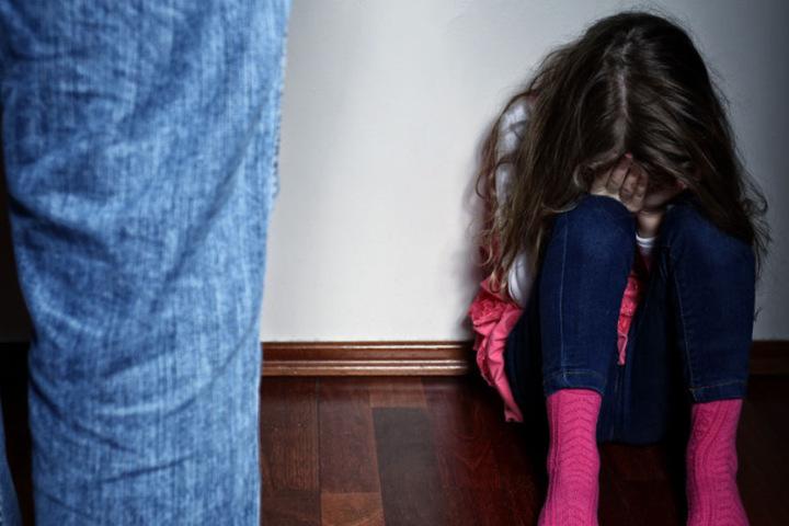 Eines der beiden Mädchen hat sich den Eltern im Dezember 2017 offenbart. (Symbolbild)