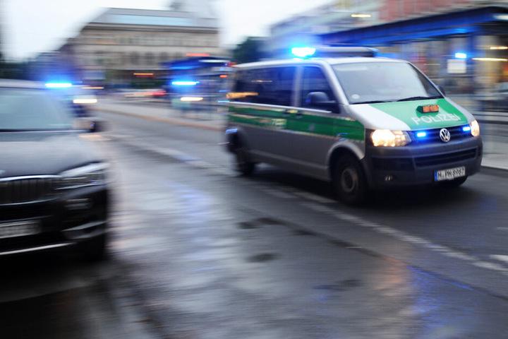Die Polizei sucht in München aktuell nach einem flüchtigen Bankräuber. (Symbolbild)