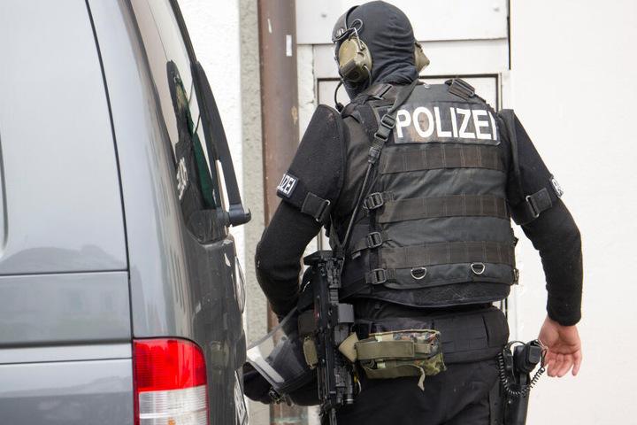 Die Polizei konnte den Mann vor dem Rathaus festnehmen. (Symbolbild)