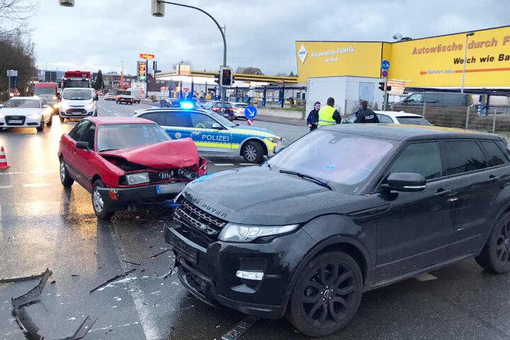 Der Verkehr musste einspurig an der Unfallstelle vorbeigeleitet werden.