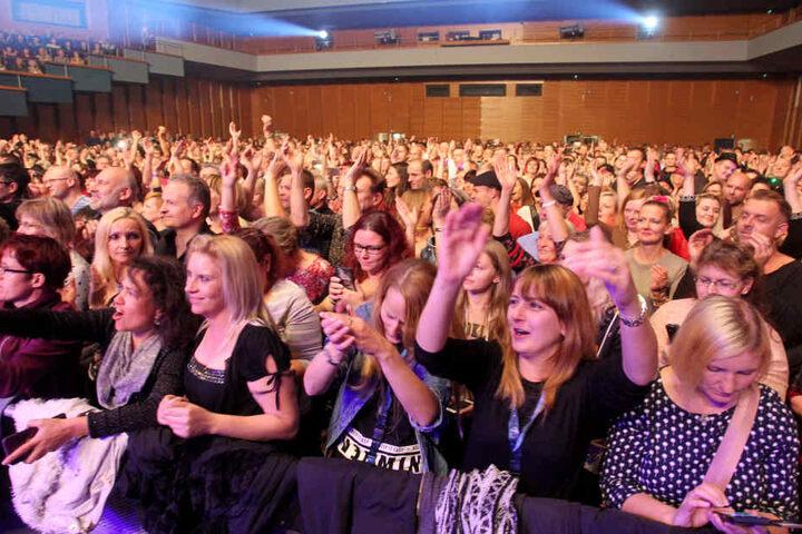 Mehr als 2000 Fans feierten den Musiker in der Chemnitzer Stadthalle.