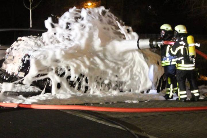 Zeugen beobachteten den 36-Jährigen und alarmierten die Feuerwehr. Die Kameraden löschten den Brand. (Symbolbild)